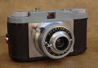 Photograph - Spartus 35 Viewfinder by James C Thomas