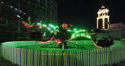 Photograph - Spider Ride At Lakeside Amusement Park by Jeff Schomay