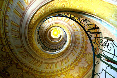 Digital Art - Spiralized by Max DeBeeson