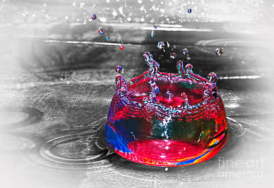 Photograph - Splash - Selective Color By Kaye Menner  by Kaye Menner