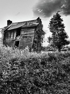 Photograph - Spooky House Critz Va by David Beebe