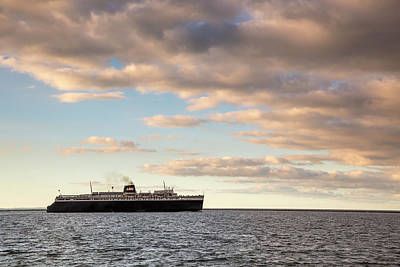 Marquette Wall Art - Photograph - Ss Badger Leaving Port by Adam Romanowicz