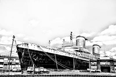 Liner Digital Art - Ss United States by Bill Cannon