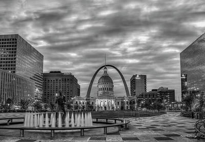 Photograph - St Louis Gateway Arch 777 B W 2 Old St Louis County Court House Kiener Plaza St Louis Art by Reid Callaway