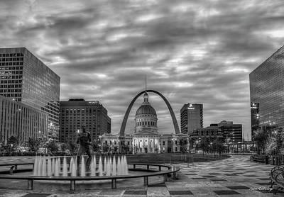 Photograph - St Louis Gateway Arch 777 B W 2 Old St Louis County Court House Kiener Plaza St Louis Art by Reid Callaway
