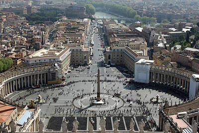 Saint Peters Basilica Photograph - St Peter's Basilica by Munir Alawi