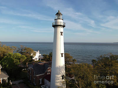 Photograph - St. Simons Lighthouse by Robert Loe
