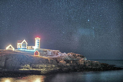 Starry Sky Of The Nubble Light In York Me Cape Neddick Art Print by Toby McGuire