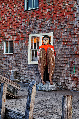 Nova Scotia Wall Art - Photograph - Statue Of Fisherman Holding Cod Peggy's Cove by Carol Leigh