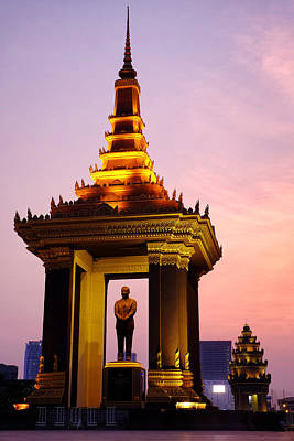 Photograph - Statue Of King Father Norodom Sihanouk by Fabrizio Troiani