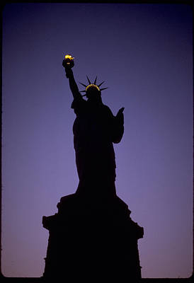 Statue Of Liberty At Night Photograph - Statue Of Liberty Silhouette At Dusk Photograph by PhotographyAssociates