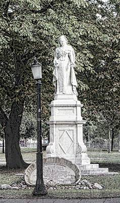 Photograph - Statue Of Queen Victoria Brighton by Dorothy Berry-Lound