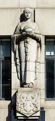 Photograph - Statue On Adelaide House London by Jacek Wojnarowski
