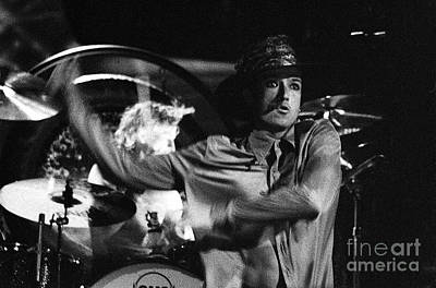 Stone Temple Pilots Wall Art - Photograph - Stp-2000-scott-0911 by Timothy Bischoff