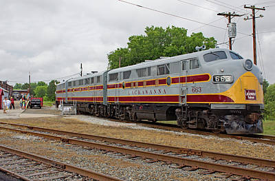Photograph - Streamliners At Spencer D L L 663 Color 40 by Joseph C Hinson Photography