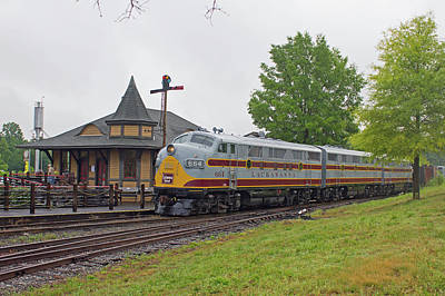 Photograph - Streamliners At Spencer D L L 664 Color 44 by Joseph C Hinson Photography