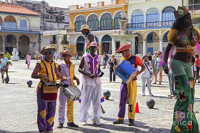 Photograph - Street Dancers In Havana by Patricia Hofmeester