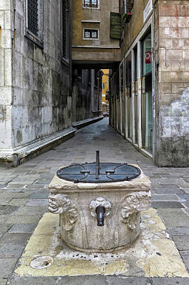 Photograph - Street Fountain In Venice by Dave Mills