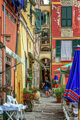 Photograph - Street Scene Vernazza Italy Dsc02651 by Greg Kluempers