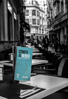 Photograph - Streets Of Seville - Comer Y Beber by Andrea Mazzocchetti
