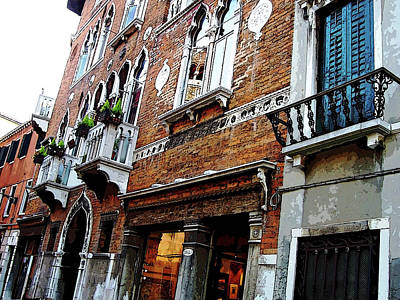 Photograph - Streets Of Venice by Debbie Oppermann