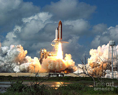 John F Kennedy Space Center Photograph - Sts-26, Space Shuttle Discovery Launch by Science Source