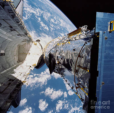 Photograph - Sts-31, Hubble Space Telescope by Science Source