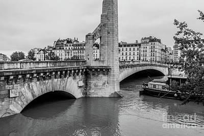 Ile St Louis Photograph - Submerged Walkway At Pont De La Tournelle, Paris, Blk Wt by Liesl Walsh