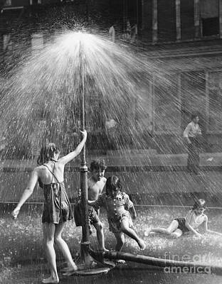 Photograph - Summertime In Nyc, 1946 by Todd Webb