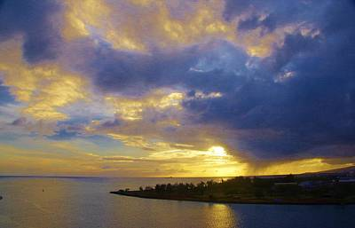 Photograph - Sun On Hilo by Phyllis Spoor