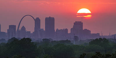 Jefferson National Expansion Memorial Photograph - Sun Setting Over St Louis by Garry McMichael