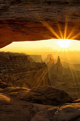 Mesa Arch Photograph - Sunburst Through Mesa Arch by Andrew Soundarajan