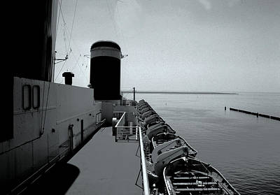 Photograph - Sundeck Ss United States by John Harding
