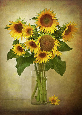 Colored Background Photograph - Sunflowers In Vase by © Leslie Nicole Photographic Art