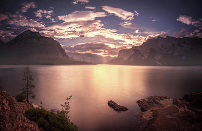 Photograph - Sunrise At Lake Minnewanka by William Lee