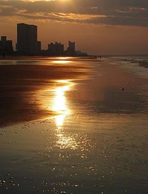Sunrise At The Beach Art Print by Eric Liller