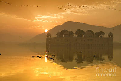 Photograph - Sunrise At Water Palace by Yew Kwang