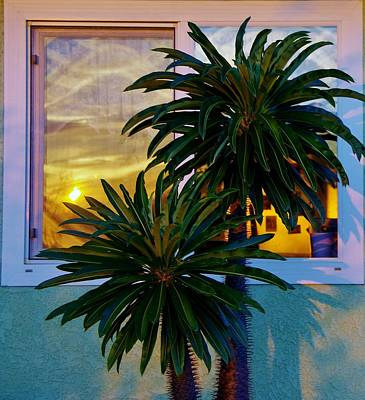 Photograph - Sunrise In Window 3 by Phyllis Spoor