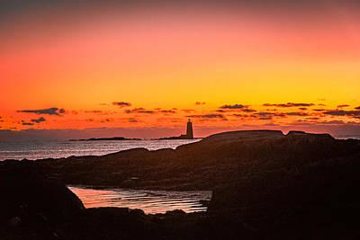 Fort Stark Photograph - Sunrise On Whaleback Lighthouse by Michael  Goodin