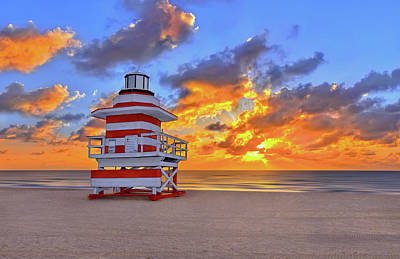 Sunrise Over Lifegaurd Stand On South Miami Beach  Art Print