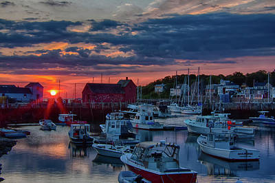 Photograph - Suns Rays Wake Rockport Up by Jeff Folger