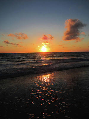 Seascapes Photograph - Sunset At Anna Maria Island by Marilyn Hunt
