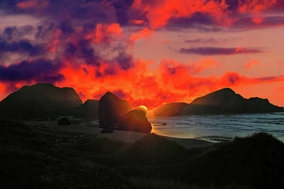 Photograph - Sunset At Oregon Beach by Jack Moskovita