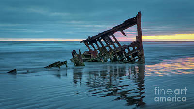 Peter Iredale Photograph - Sunset At Peter Iredale 1 by Jerry Fornarotto