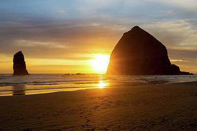 Sunset By Haystack Rock At Cannon Beach Art Print by David Gn