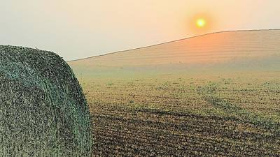Photograph - Sunset Hay Bale 7428 by Jerry Sodorff