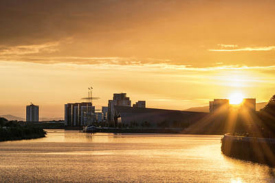 Photograph - Sunset Over Clyde by Veli Bariskan