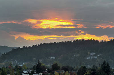 Photograph - Sunset Over Mount Talbert In Happy Valley by David Gn