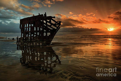 Peter Iredale Photograph - Sunset Over Peter Iredale Shipwreck by Rob Daugherty