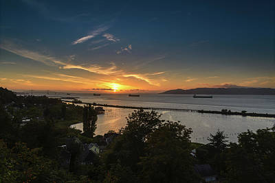Photograph - Sunset Over The Columbia River by Joe Hudspeth